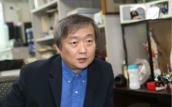 """""""한국의 4차산업혁명, '약소국의 생존전략' 으로 대응해야"""""""
